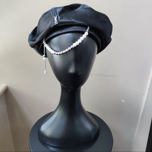 Beret with pearls (Black)